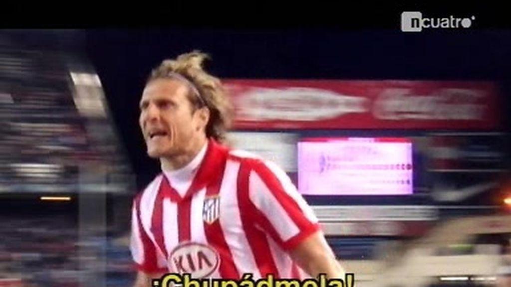 Forlán celebró su gol cabreado con la grada del Calderón