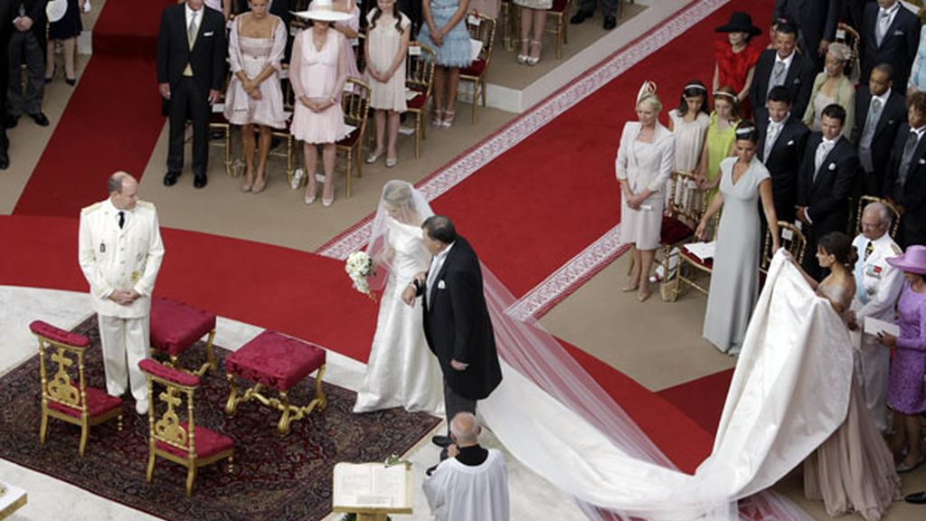 Charlene llega al altar