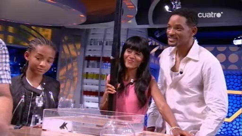 Piedrahita deja locos a Jackie Chan, Will Smith y a su familia con un truco de magia