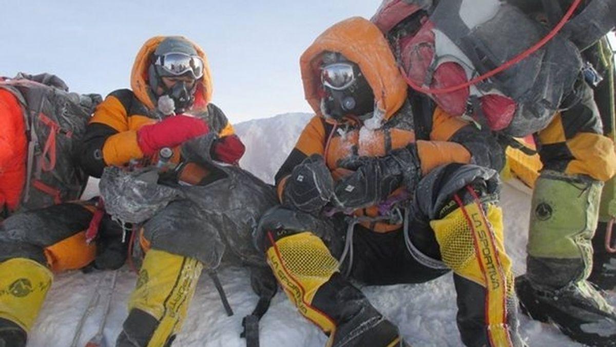 Acusados de falsear fotos diciendo que son la primera pareja india en subir al Everest