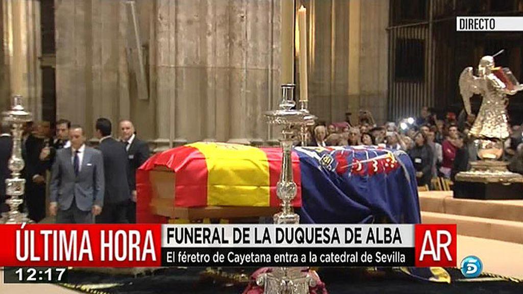 El féretro de doña Cayetana, en la catedral de Sevilla