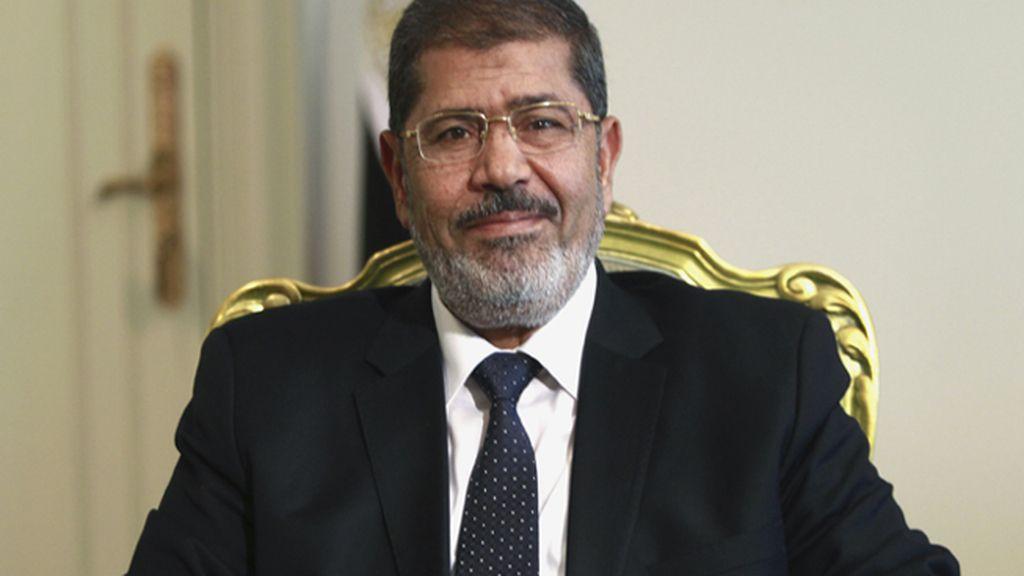 Prorrogan 15 días más la detención de Mohamed Morsi