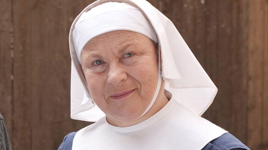 La Hermana Evangelina (interpretada por Pam Ferris)