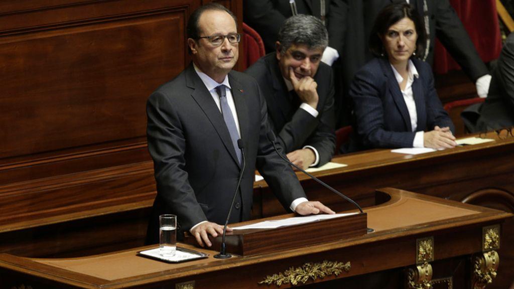 Hollande se dirige a los diputados y senadores de la República en respuesta a los ataques del Estado Islámico