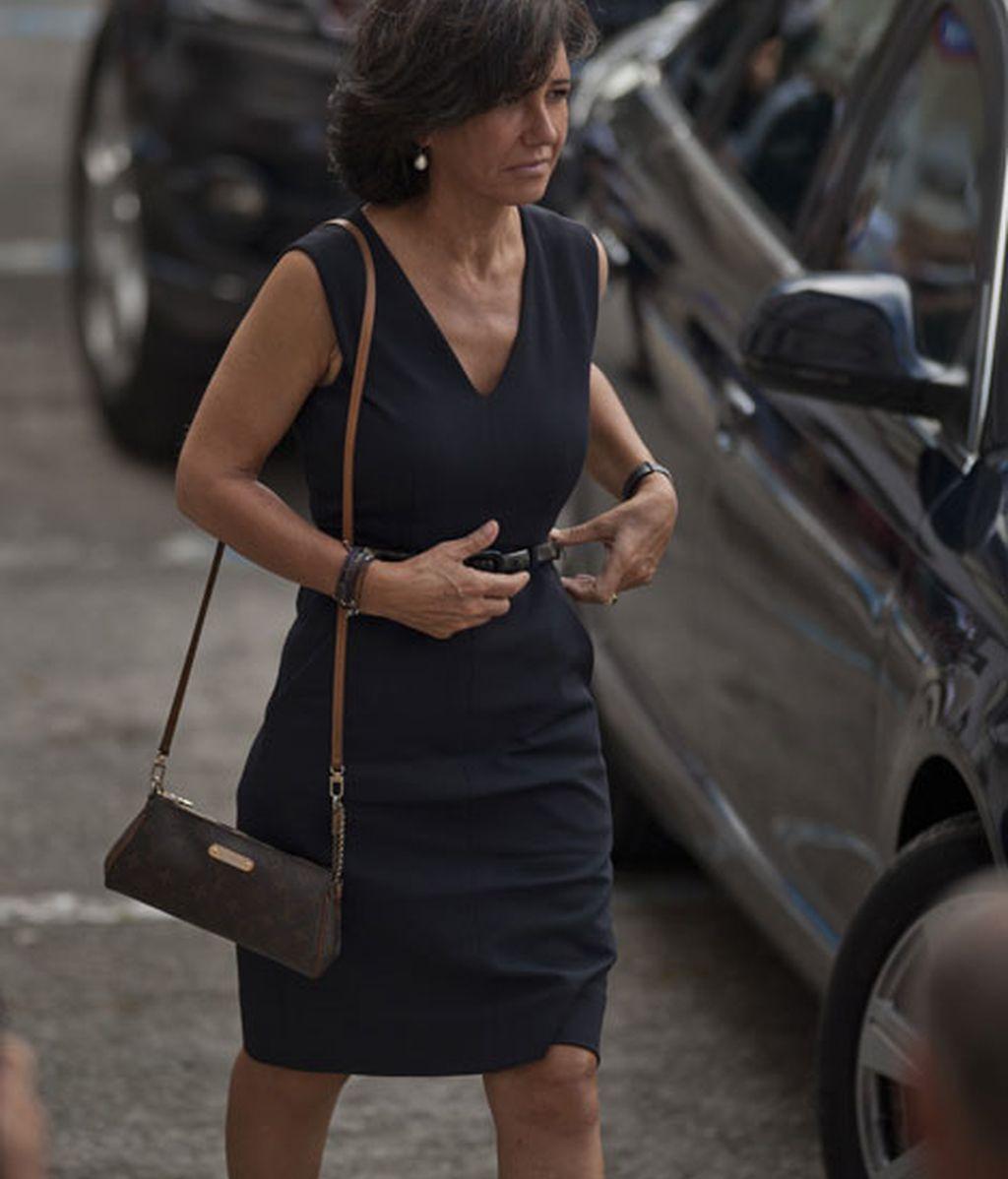 Ana Patricia botín fue la primera en llegar también de riguroso negro
