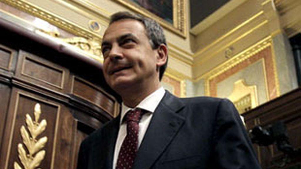 El presidente del Gobierno durante el pleno del Congreso en el que se aprobó las medidas de recorte. Foto: EFE.