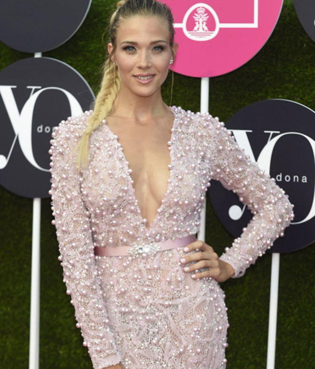 Perlas y rosa palo, el vestido de lujo de Patricia Montero