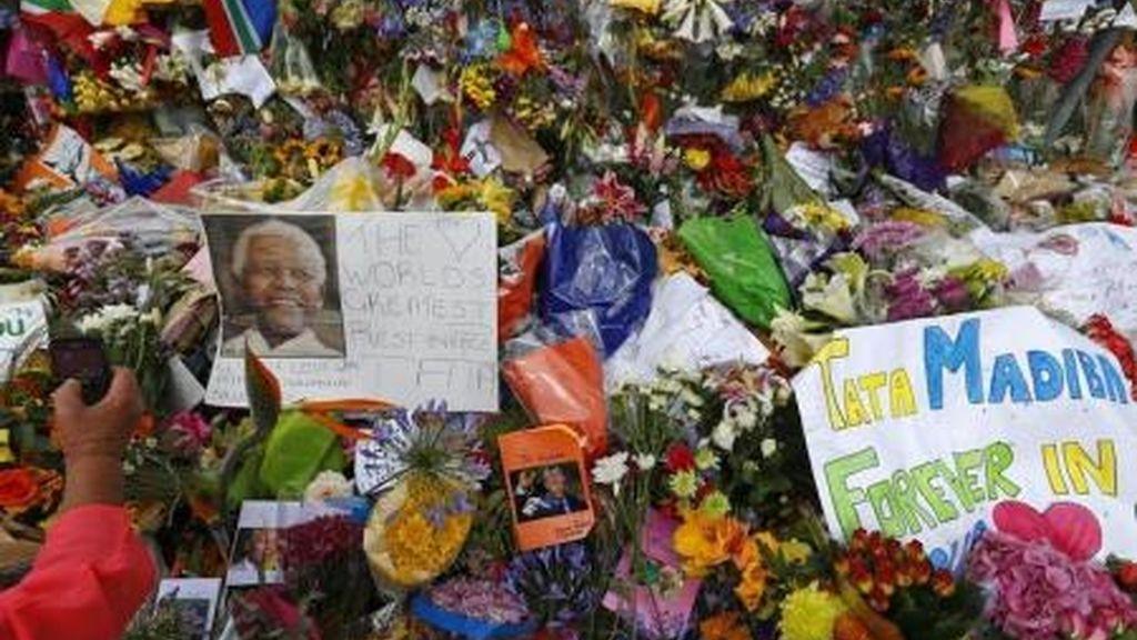 Sudáfrica recuerda a Mandela con alabanzas y oraciones