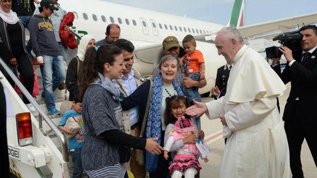 Papa Francisco con refugiados sirios musulmanes acogidos