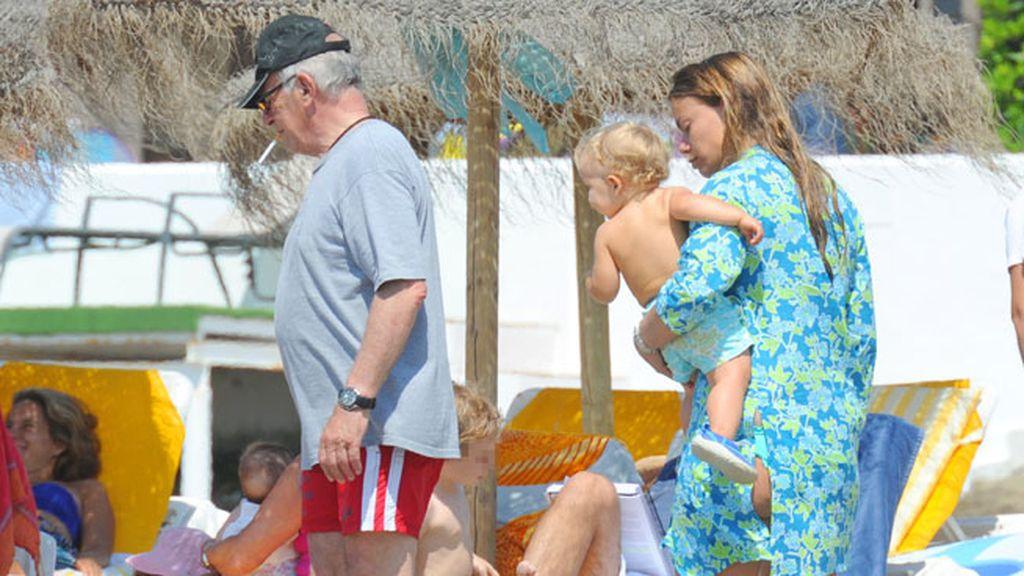 La familia al completo disfruta de unos días de playa
