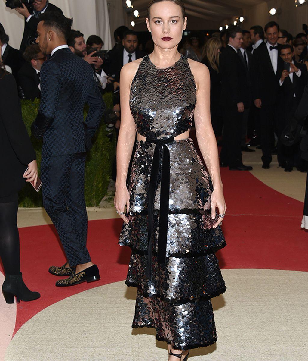 Brie Larson con vestido de Proenza Schouler