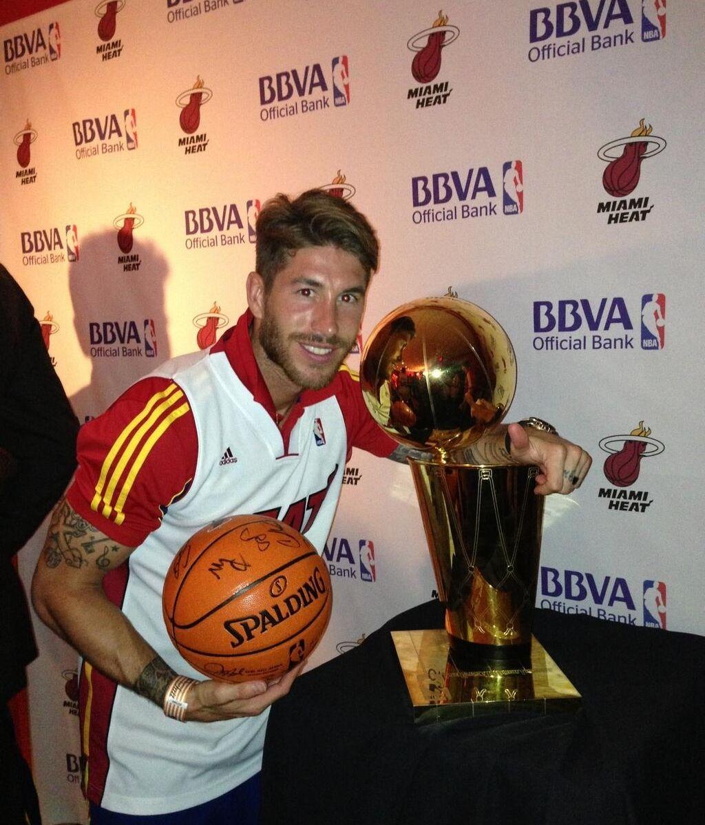 Ramos, con el trofeo de la NBA.