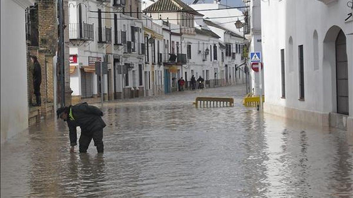 El barrio de Puerta Osuna en la localidad de Écija (Sevilla) , anegado por el agua. EFE/Archivo