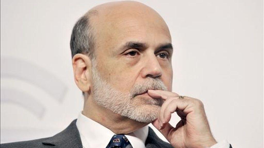 El Comité de Mercado Abierto señaló que la compra, que tiene por objeto revitalizar la economía de Estados Unidos, se desarrollaría hasta junio de 2011, a razón de unos 75.000 millones de dólares por mes. En la imagen, el presidente de la Reserva Federal de Estados Unidos Ben S. Bernanke. EFE/Archivo
