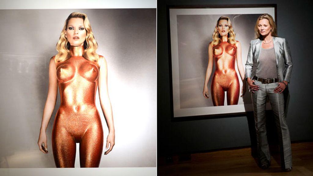 La imagen de Kate Moss convertida en escultura de bronce fue realizada por Allen Jones y ha sido una de las piezas estrella de la subasta