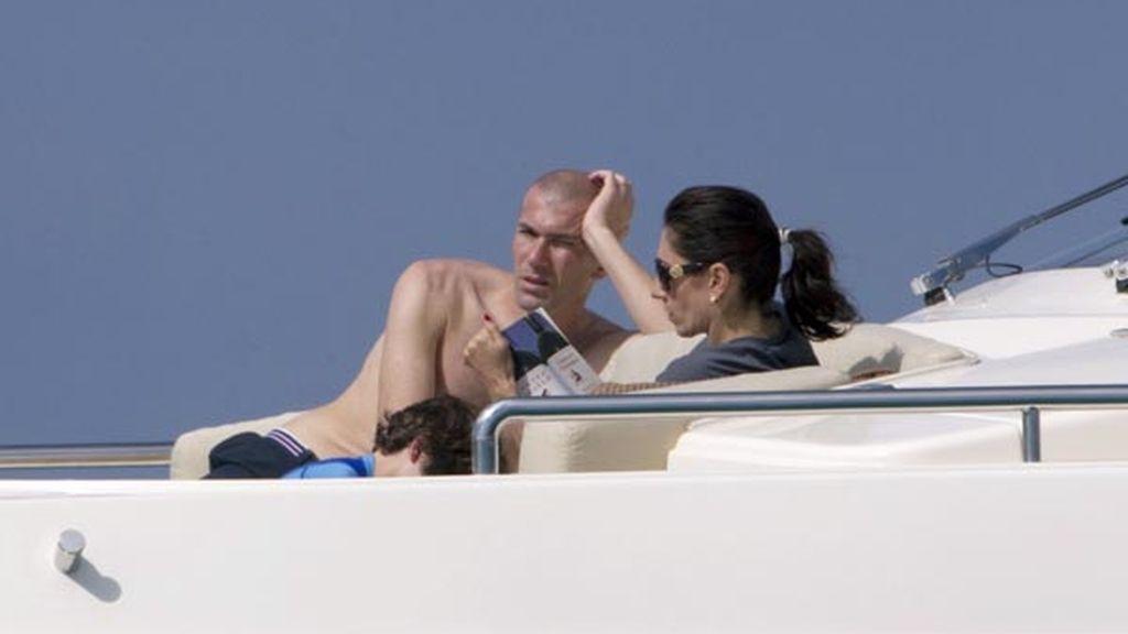Zidane, relajado en un yate con su familia