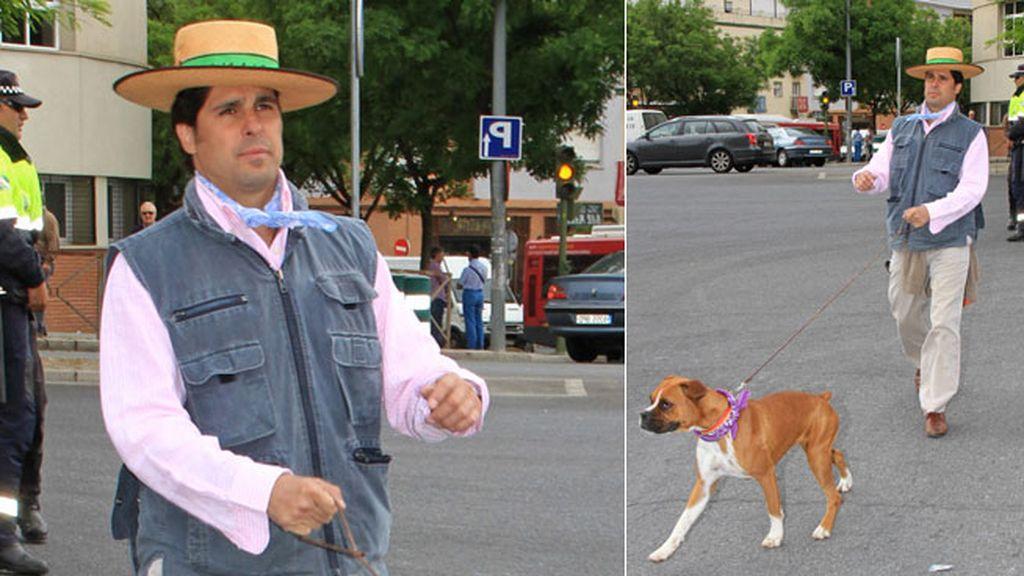 Fran Rivera llevó un sombrero donde ponía 'Triana'