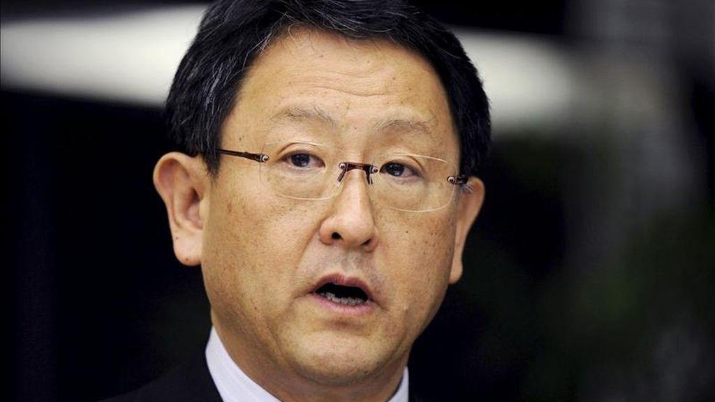 El presidente del fabricante de coches Toyota, Akio Toyoda, da hoy una rueda de prensa en la sede de la compañía en Tokio (Japón). EFE