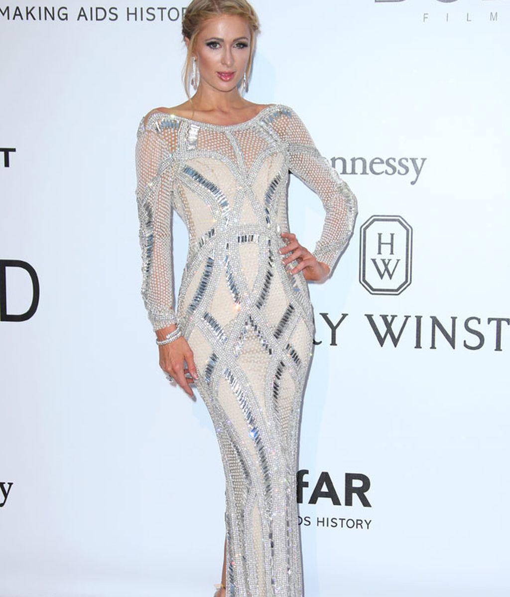 Paris Hilton con vestido de Yousef Al Jasmi