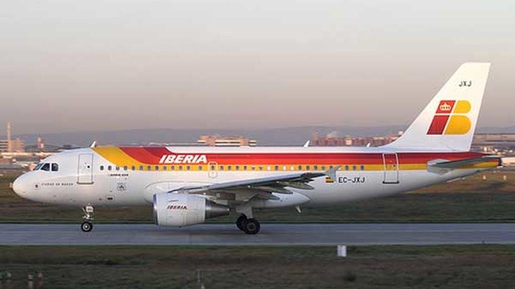 Iberia ha subido un 20,7 % en el Ibex-35 tras anunciar su fusión con British Airways. Vídeo:Informativos Telecinco.