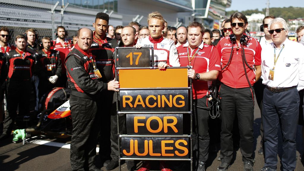 Los compañeros de equipo de Jules Bianchi rezan por él