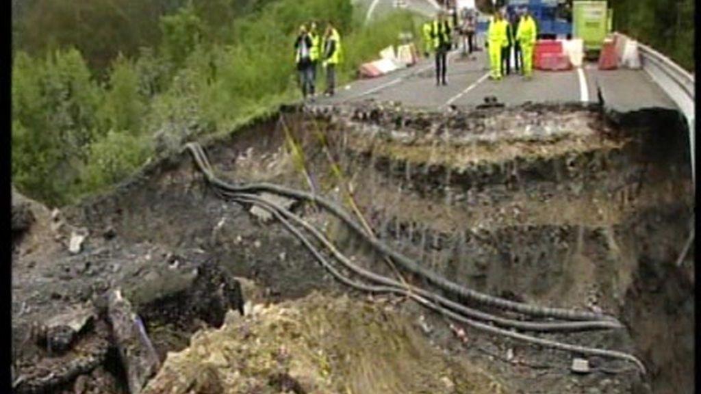 Cortada la carretera nacional entre Galicia y Asturias