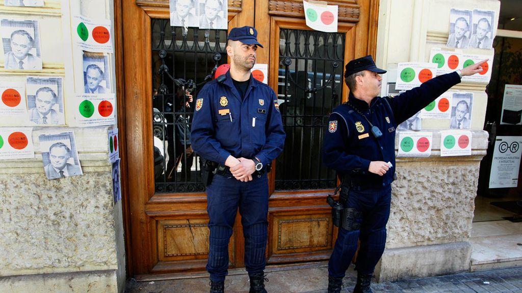 La policía custodia la casa de González Pons