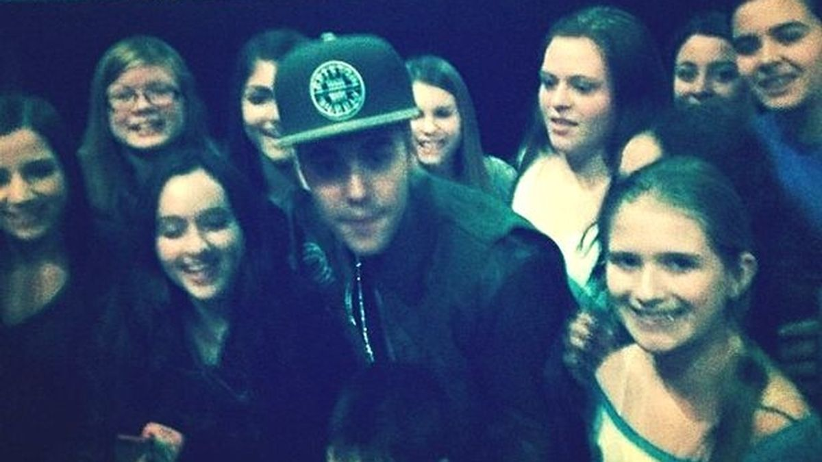 Justin Bieber sorprende a sus fans durante la proyección de Believe