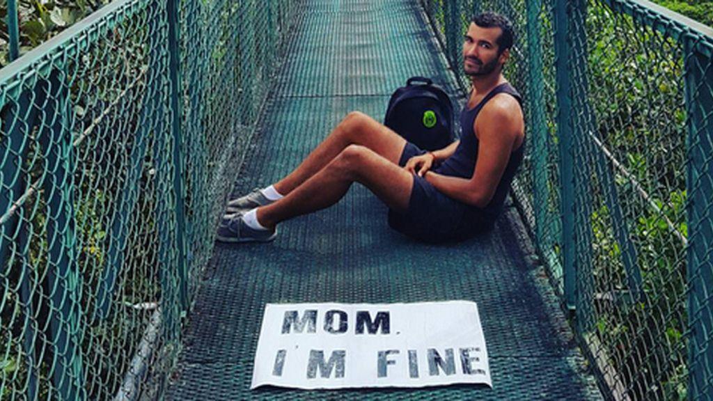 """""""Mamá, estoy bien"""": el mensaje de un hijo a su madre para...¿tranquilizarla?"""