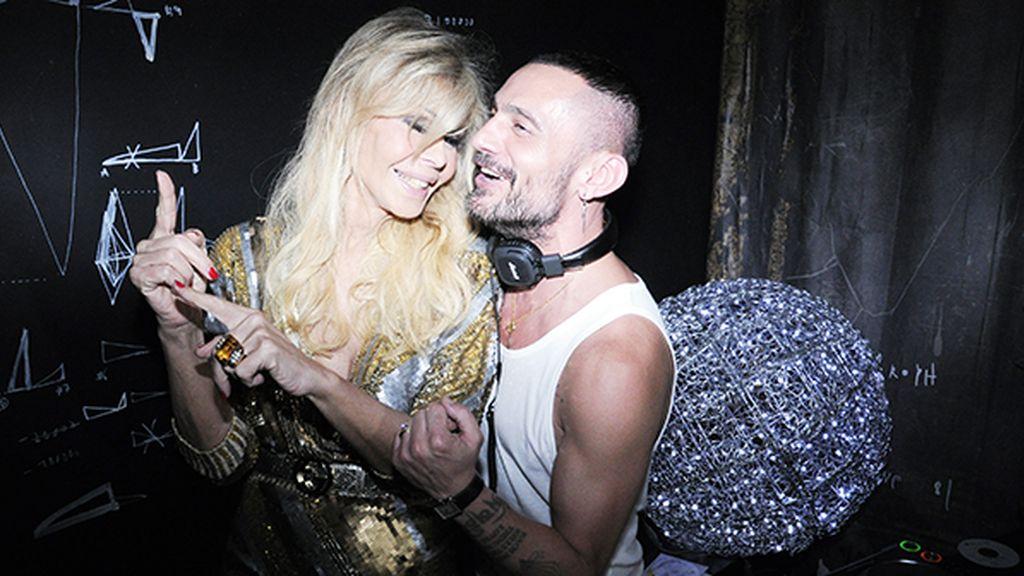 Bibiana Fernández no paró de bailar los temas que pinchó David Delfín