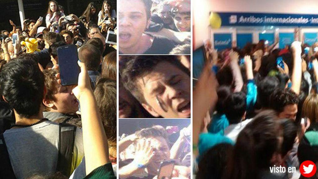 Sus fans le recibieron en el aeropuerto como a una auténtica estrella