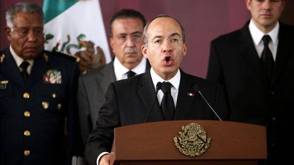El presidente Felipe Calderón hizo varios anuncios que desde la oposición y los medios se han tildado de electoralistas, como la supresión de un impuesto sobre los automóviles y un balance positivo de la generación de empleos. EFE