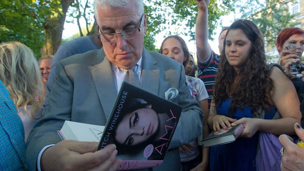 Primer aniversario de la muerte de la joven cantante