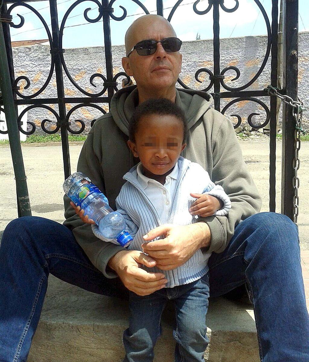 Una semana más de espera para saber si le devuelven a sus hijos adoptados