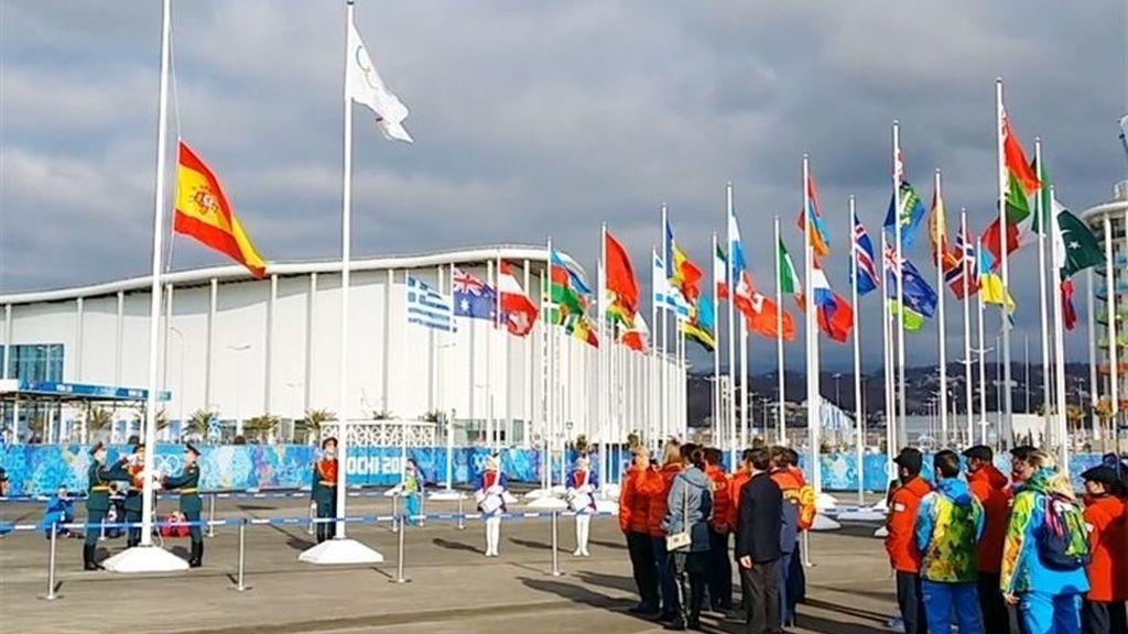 Izada la bandera española en la Villa Olímpica de Sochi