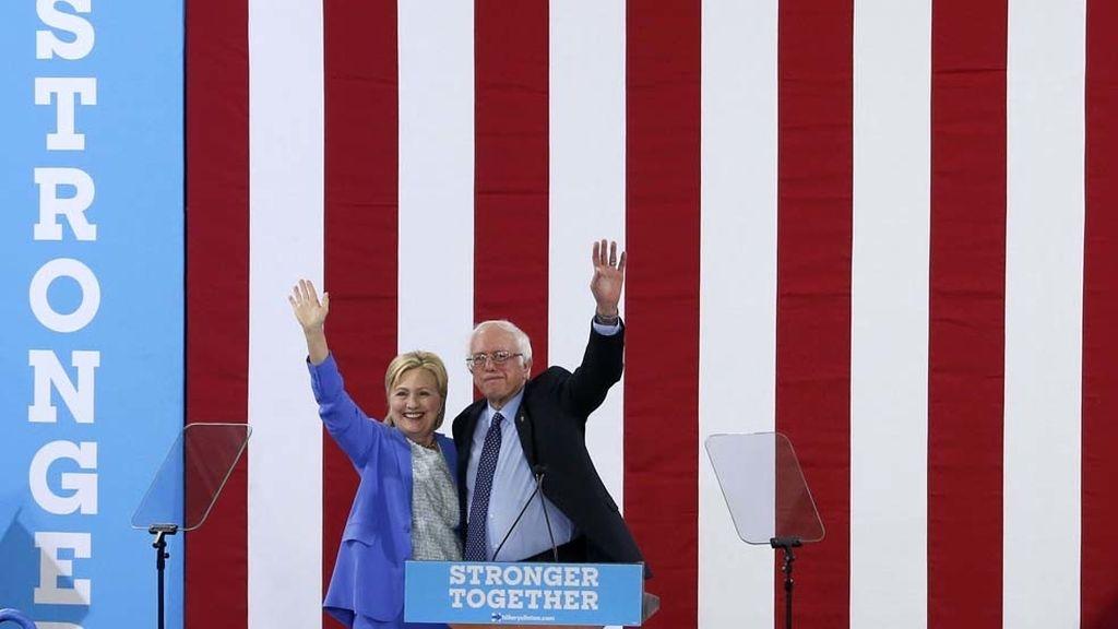 Clinton y Sanders, ahora unidos sobre un escenario