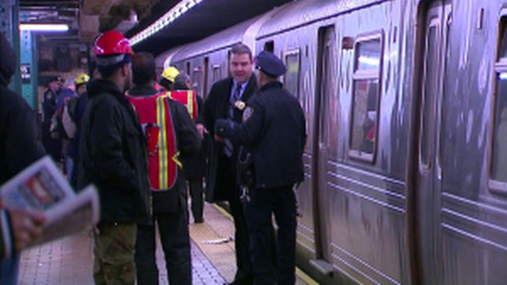 Lazarillo salva la vida de su dueño en el metro