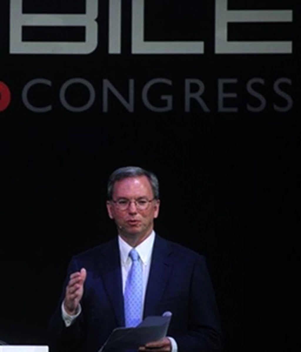 El CEO de Google, Eric Schmidt, en el Mobile World Congress de Barcelona durante su conferencia en la que aludió a Nokia. Foto AP
