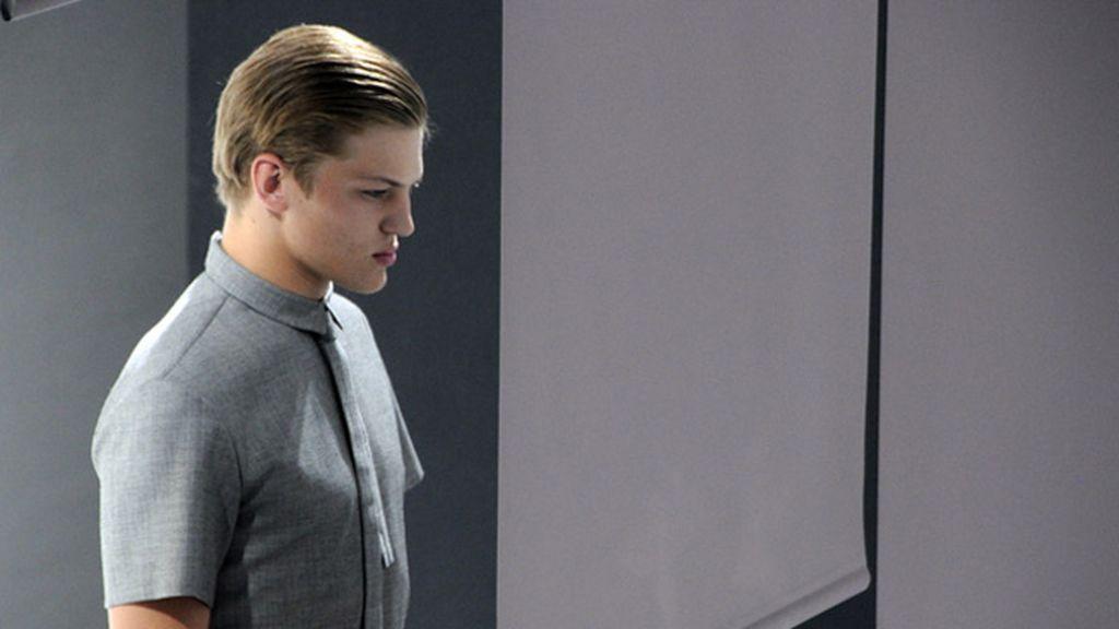 El modelo Sebastian Sauve fue una de las estrellas del desfile