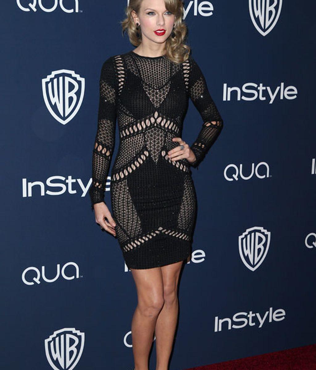 Taylor Swift escogió un diseño calado en negro de Julien MacDonald