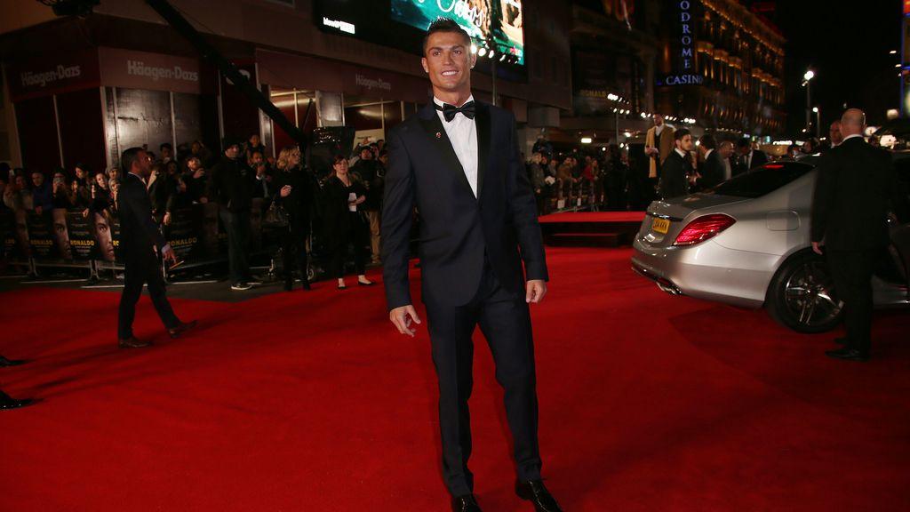 Cristiano Ronaldo se alza con el Balón de Oro de Facebook