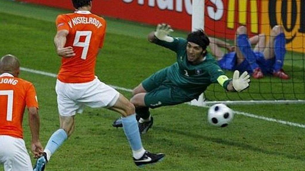 Van Nistelrooy marcó el primer gol del encuentro