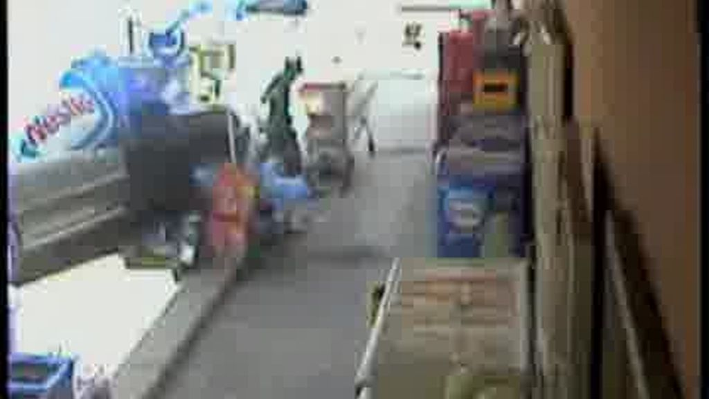 Un coche atropella a un joven