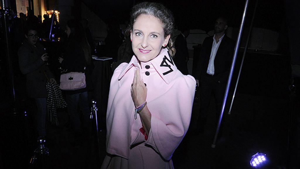 Carla Royo-Villanova a su llegada a la casa de América con un bonito conjunto en rosa palo