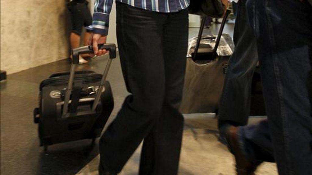 Media docena de turistas de un crucero de Pullmantur se ha amotinado esta mañana en el avión que les traía de vuelta, y se han negado a bajar del mismo a su llegada al aeropuerto de Barajas, para protestar porque se habían quedado sin el viaje contratado, han informado a Efe fuentes aeroportuarias. EFE/Archivo
