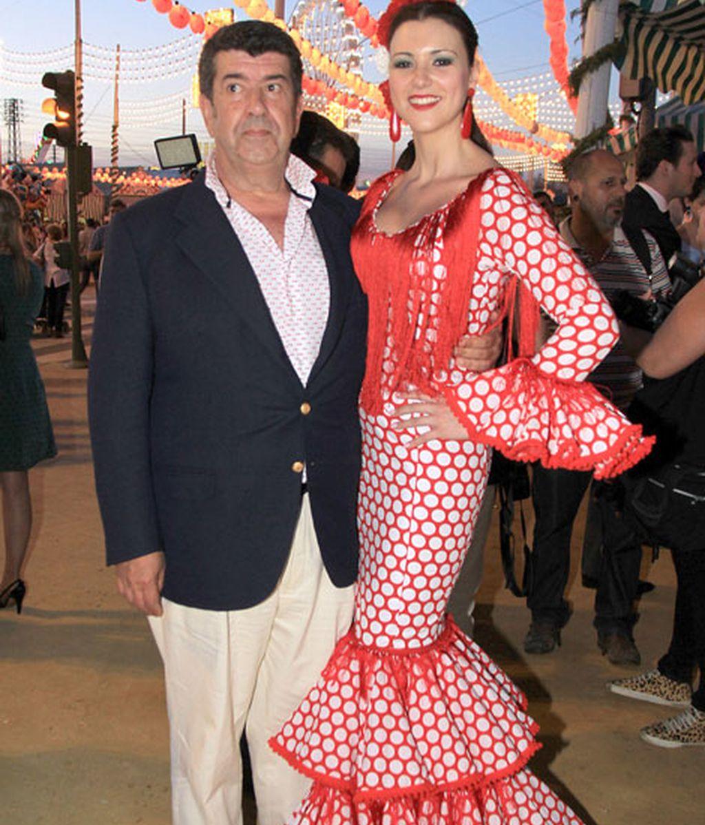 La ex miss Mª Jesús Ruiz acompañada de su novio José Mª Salgado