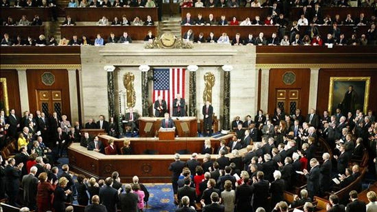La jornada comenzó con la apertura simultánea de las sesiones en la Cámara de Representantes, ahora bajo control republicano, y del Senado, que permanece en manos de los demócratas. EFE/Archivo