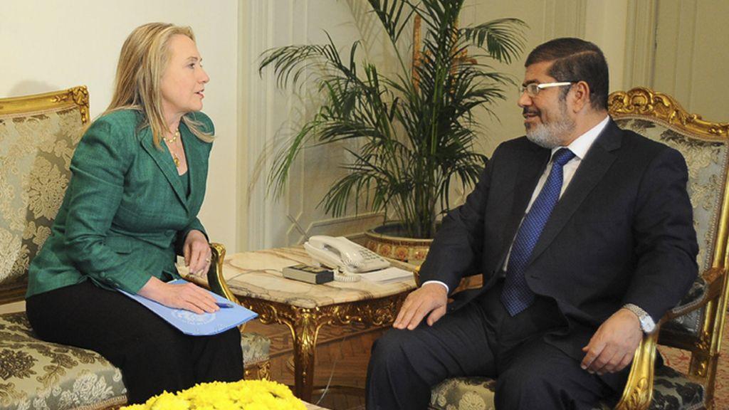 La secretaria de estado de EEUU se reúne con el presidente egipcio Morsi