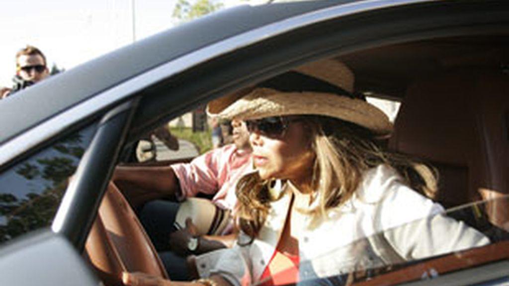 """Janet Jackson sale del del Centro Médico UCLA de Los Ángeles, California (EEUU), donde el denominado """"rey del pop"""", murió de un infarto. Foto: EFE"""
