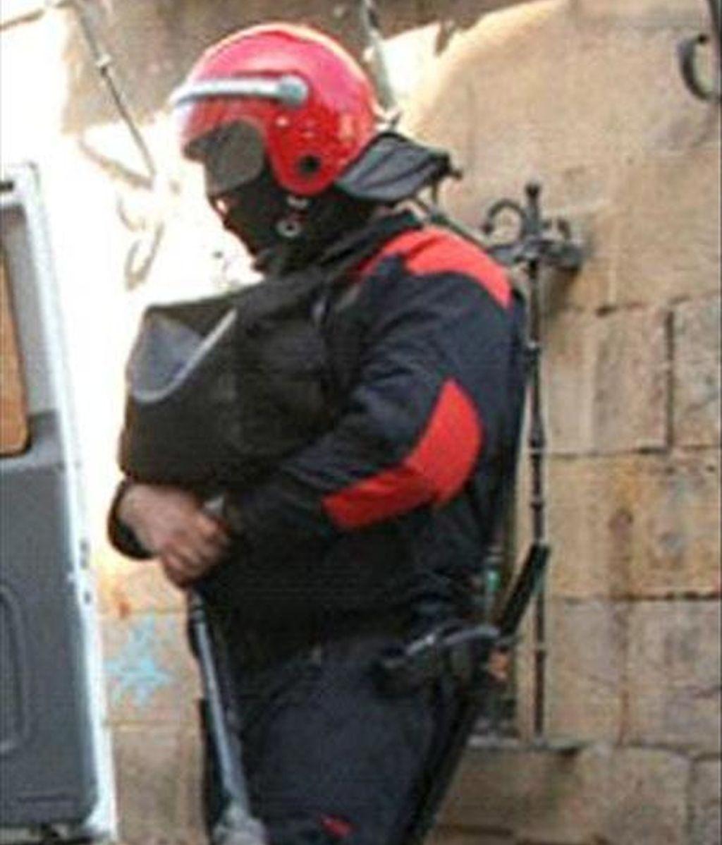 En la imagen, un agente de la Ertzaintza. EFE/Archivo